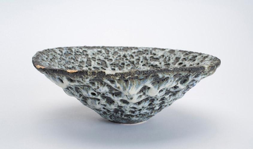 Pieza de cerámica de Emmanuel Cooper