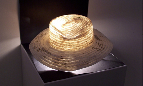 Pieza de cerámica de Carlets torrent con la técnica de la porcelana de papel