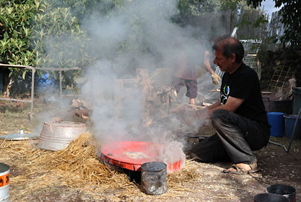 Wali Hawes haciendo una cocción india