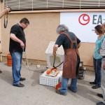 Samuel Bayarri haciendo su cocción de terras sigillatas