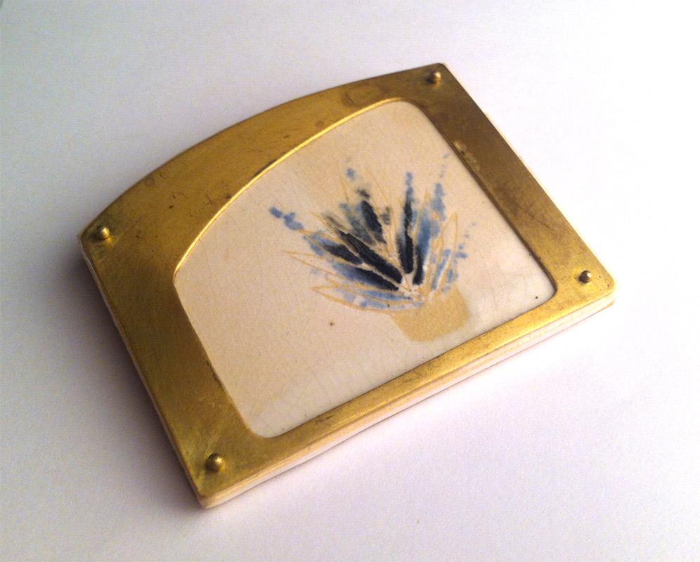 Pieza de joyería en cerámica