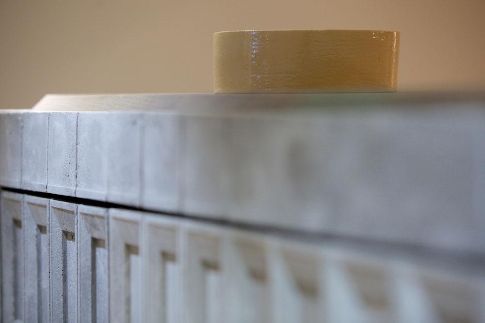 Detalle de la instalación cerámica de James Rigler