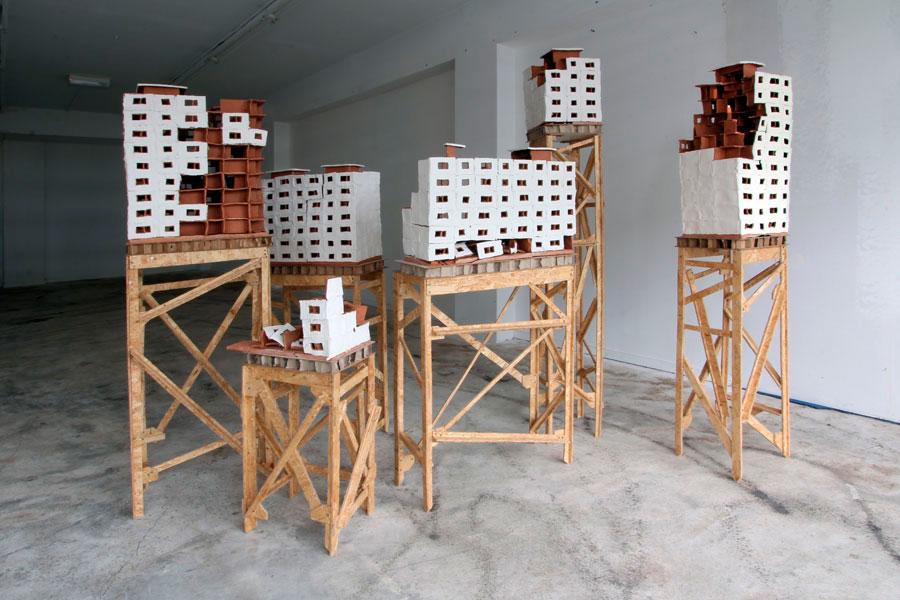 Esculturas cerámicas de Tilmann Meyer en la Galería De Witte Voet, en Amsterdam