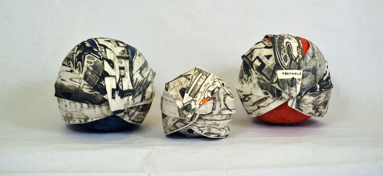 Pieza de cerámica de Peephole Art