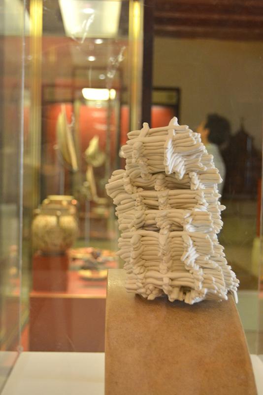 pieza de cerámica de la exposición Obsessions