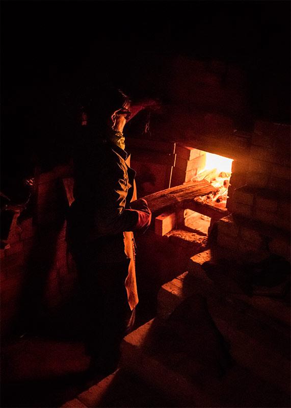 Imagen de cocción de cerámica en horno de leña