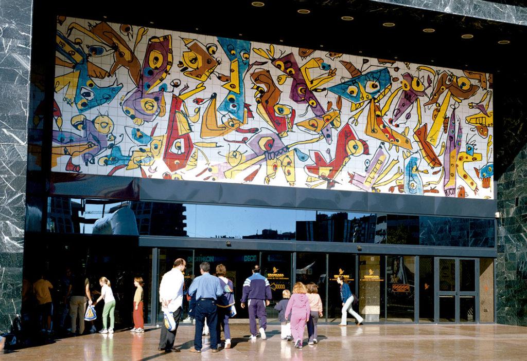 Mural cerámico de Antonio Saura