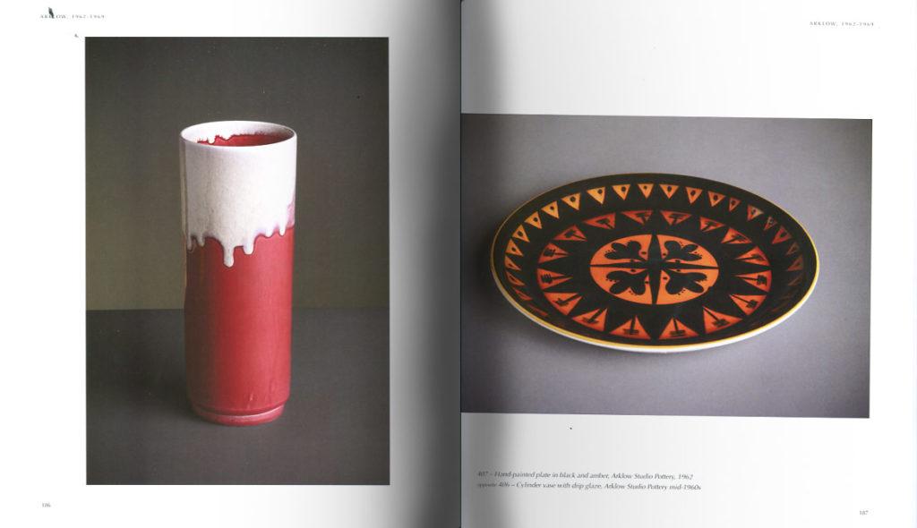 Páginas interiores del libro dedicado a John Ffrench