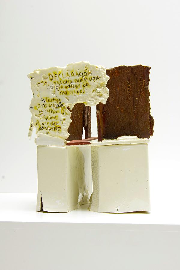 Escultura cerámica de Leslie González