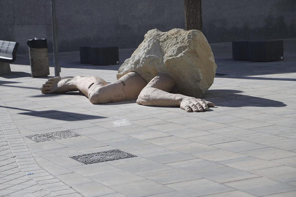 Escultura cerámica de Carlos Martínez
