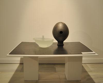 Pieza de vidrio y cerámica de Pilar Aldana-Méndez