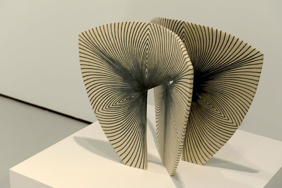 Escultura cerámica de María Oriza en la Galería Astarté