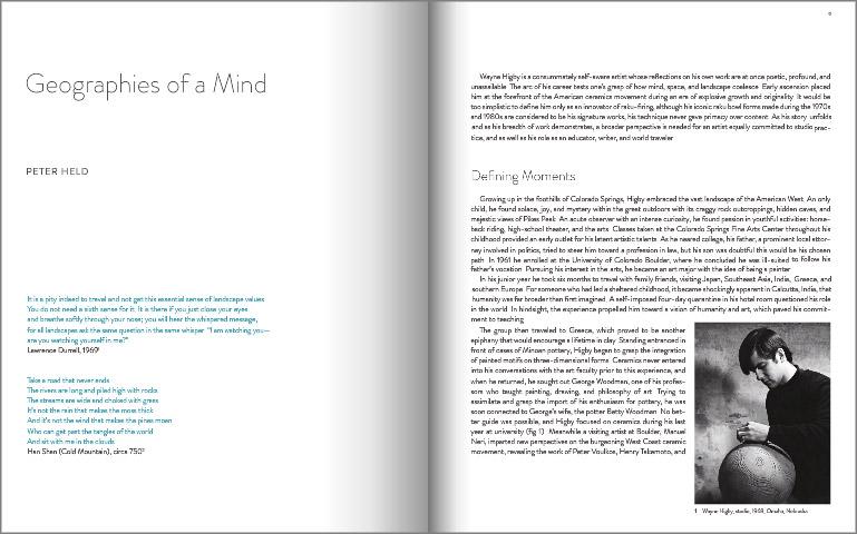 """Páginas interiores del libro """"Infine Place: The Ceramic Art of Wayne Higby"""""""