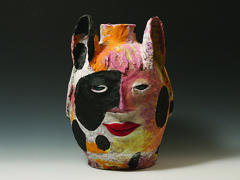 Pieza de cerámica escultórica de Kirk Mangus