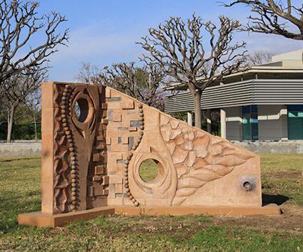 Escultura homenaje a Arcadio Blasco