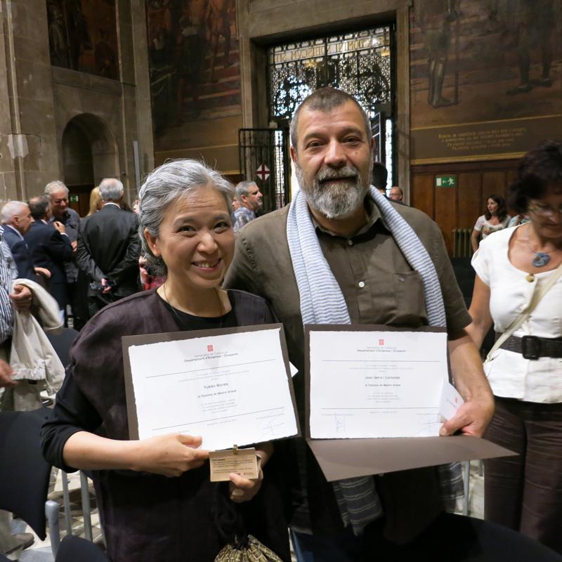 Yukiko Murata y Joan Serra en el acto de entrega del diploma de Maestro Artesano