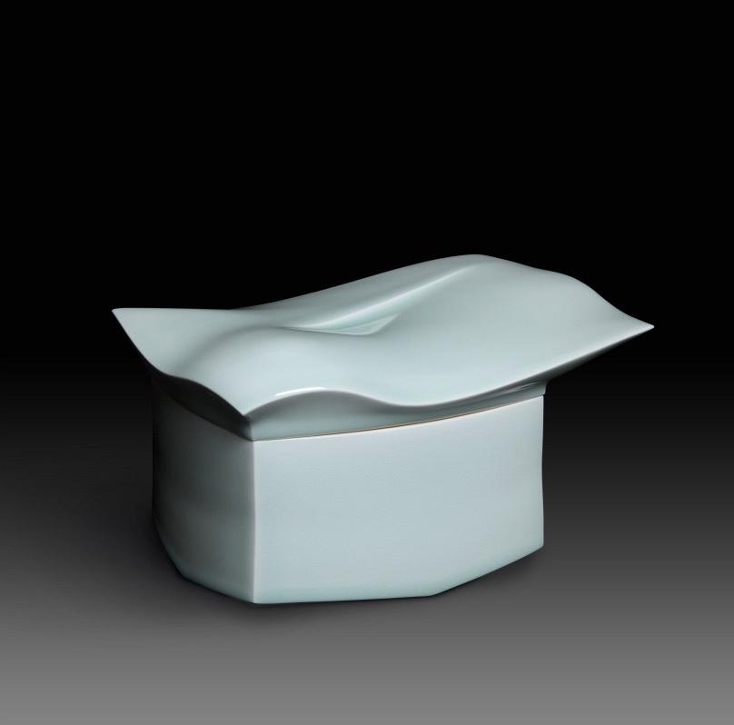 Pieza de porcelana de Sueharu Fukami