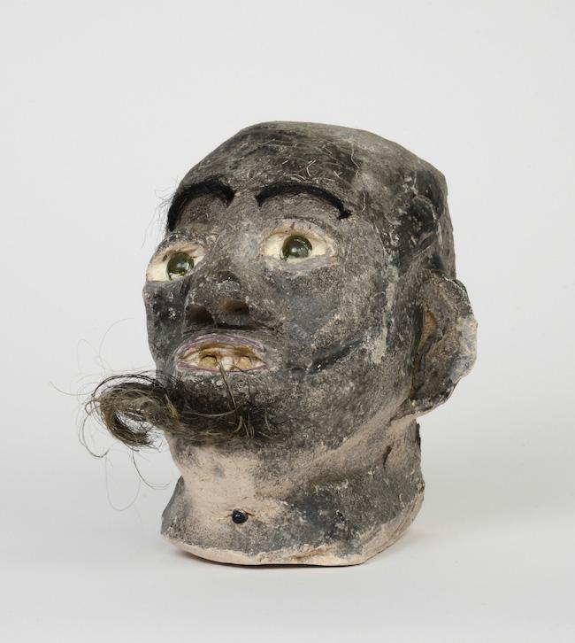 Pieza de cerámica de James -Son-Ford- Thomas