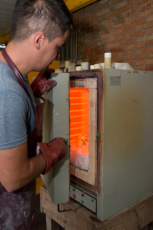 Gregorio Peño controlando la cocción
