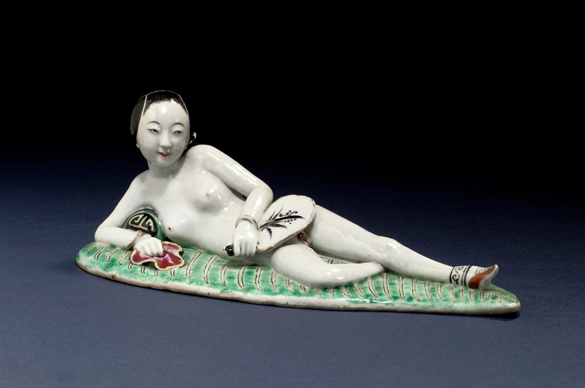 Mujer con abanico, siglo XIX, China. Porcelana.. Bertholet Collection