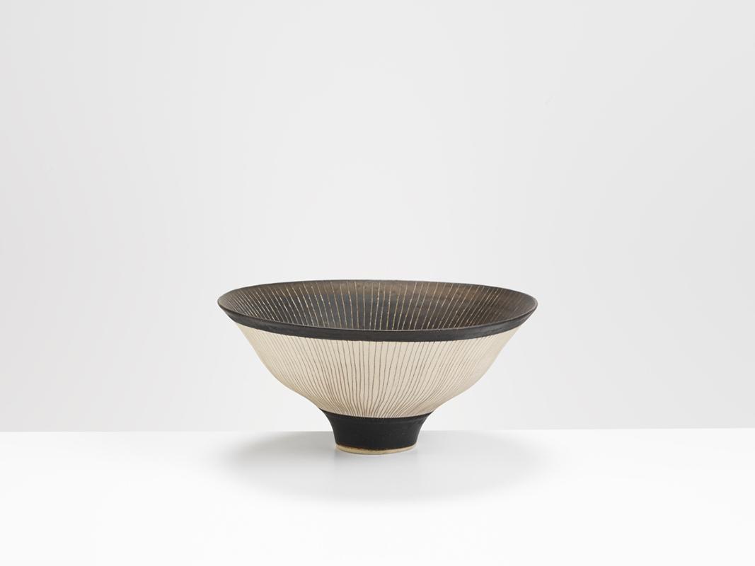 Pieza de cerámica de Lucie Rie