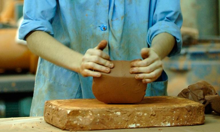 Curso de cerámica en la Escola Llotja