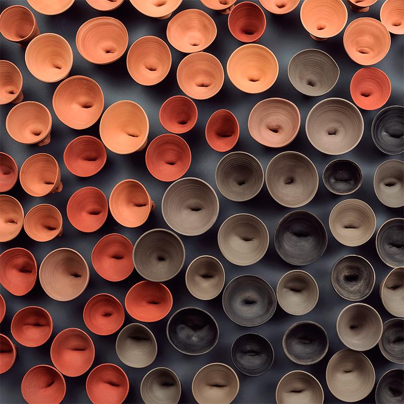 Instalación de cerámica de Eve Ariza