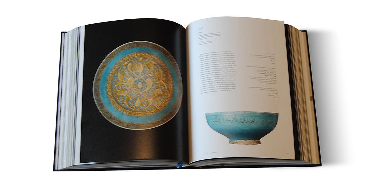 Páginas interiores del libro Ceramics of Iran