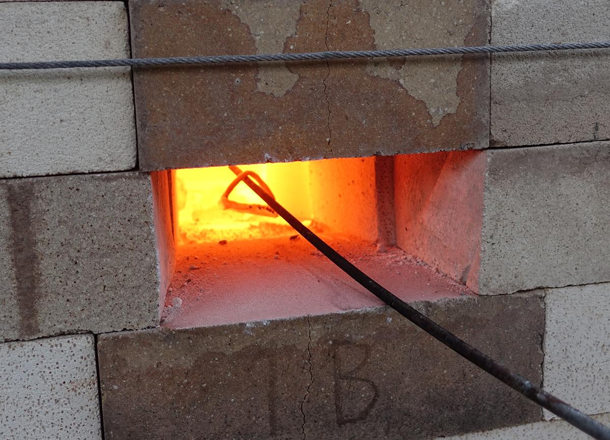 Cocción de cerámica en horno de leña