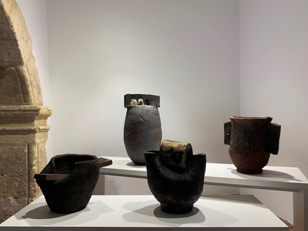 Escultura cerámica de Madola